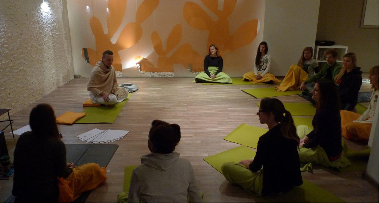 Želite postati učitelj joge?
