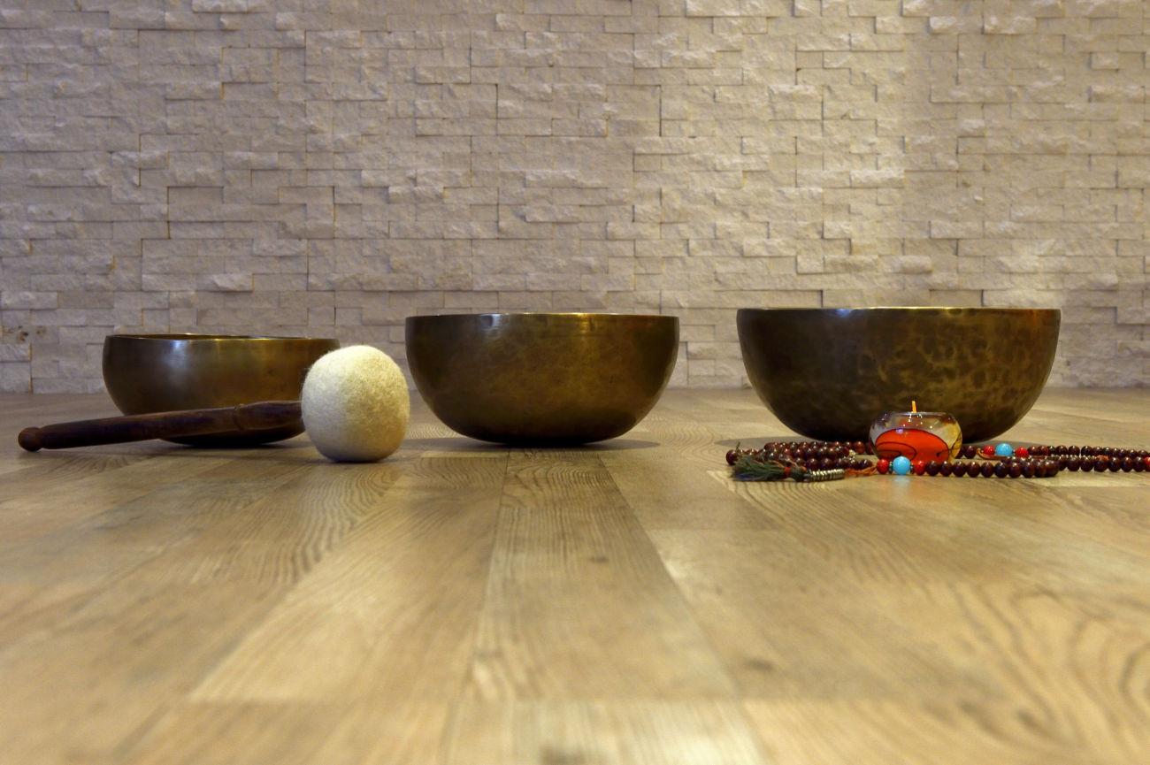 Zvočna kopel s pojočimi posodicami, gongom in flavto (petek, 30.11.)